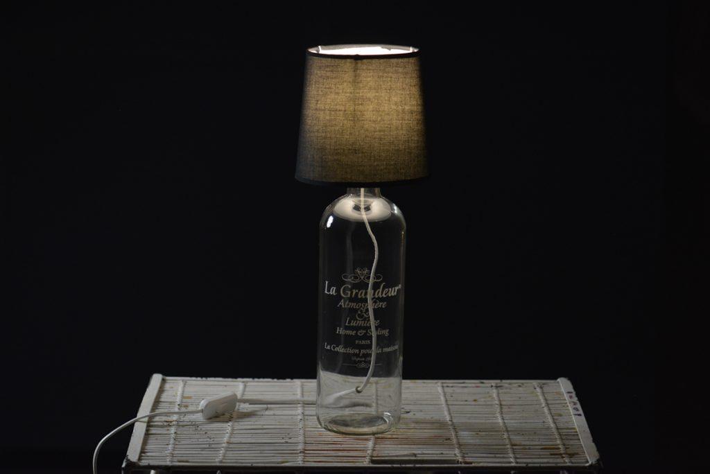 Lampa szklana z kloszem