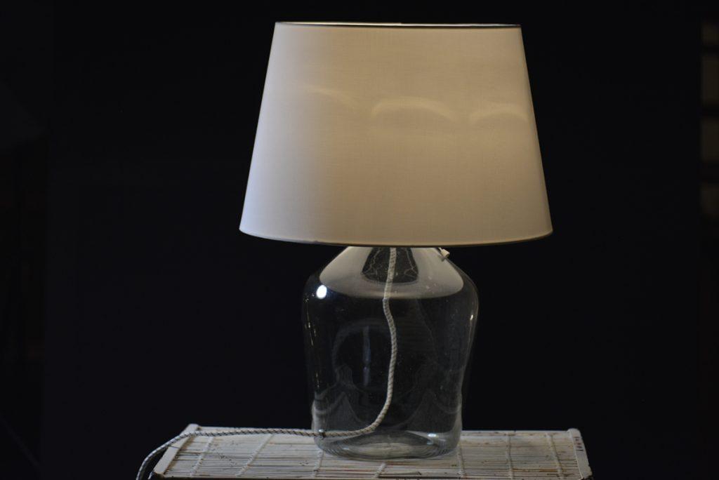 lampa z kloszem białym
